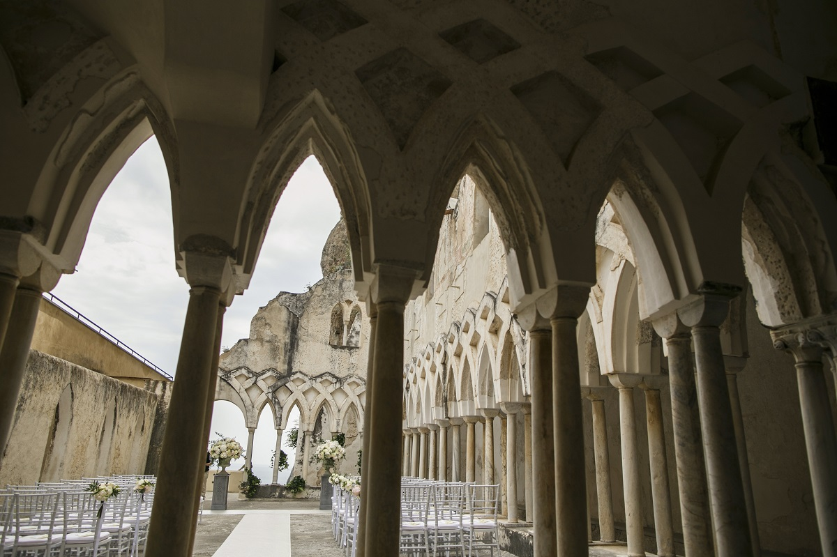 Isabella and Peter Wedding in Amalfi NH Grand Hotel cloister arches
