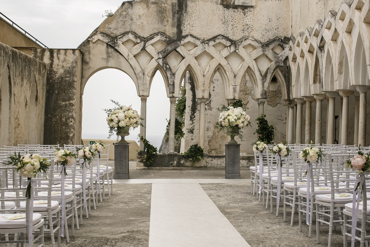 Isabella and Peter Wedding in Amalfi NH Grand Hotel cloister ready for the ceremony