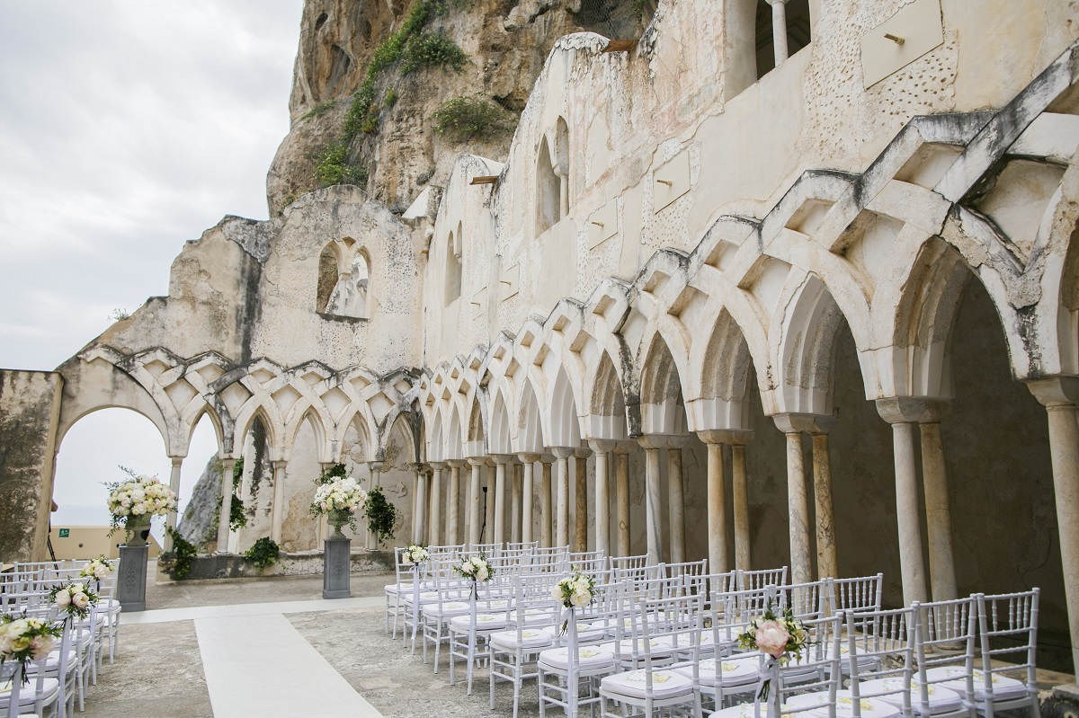 Isabella and Peter Wedding in Amalfi NH Grand Hotel cloister