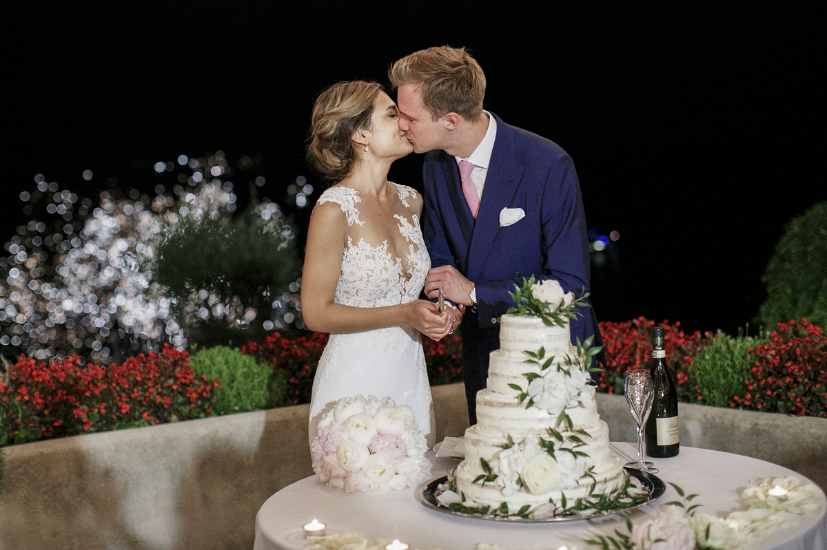 Isabella and Peter Wedding in Amalfi bride and groom kiss with fireworks