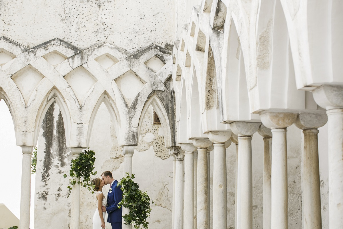 Isabella and Peter Wedding in Amalfi kiss in the cloister