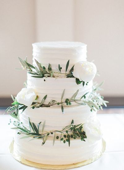 Olive-themed wedding - wedding cake