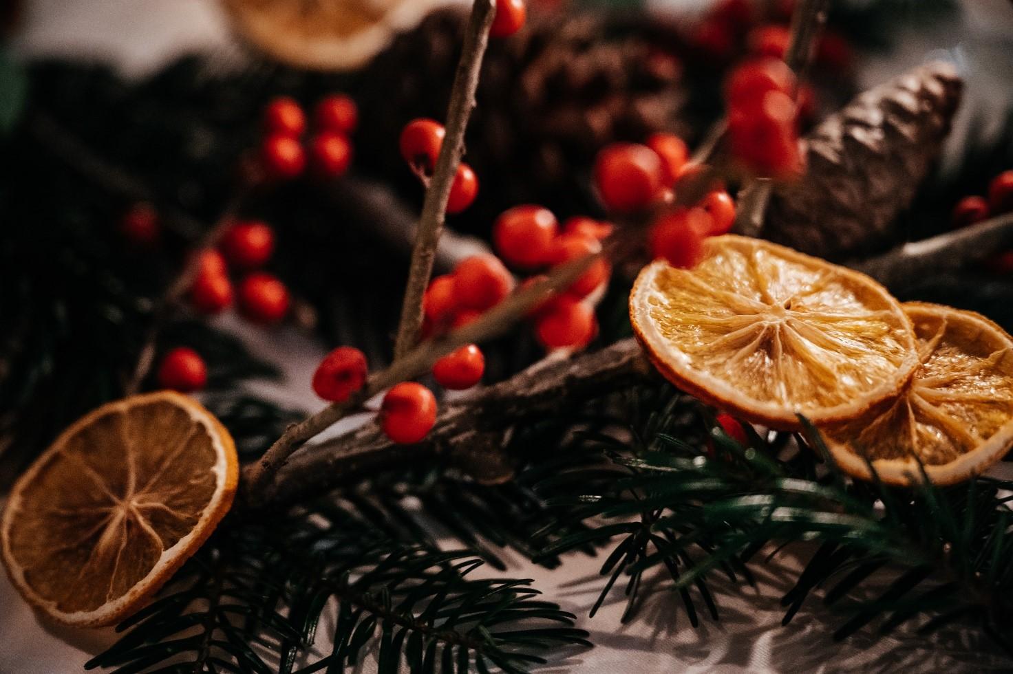 Cinnamon scent winter wedding decorations
